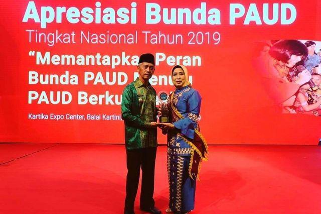 NURROHMAH SUJADI MEMPEROLEH APRESIASI BUNDA PAUD TINGKAT NASIONAL 2019